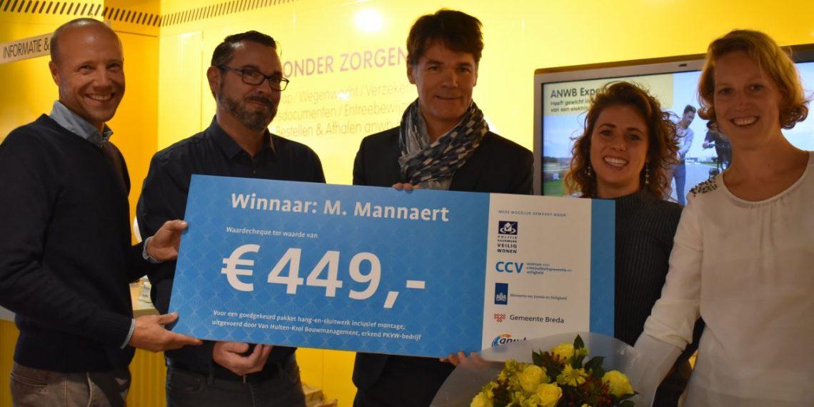 Winnaar ANWB-inbrakenquiz wint PKVW-cheque